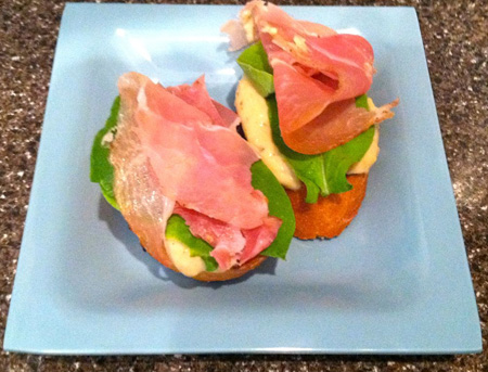 Crostini with white bean spread, arugula and prosciutto