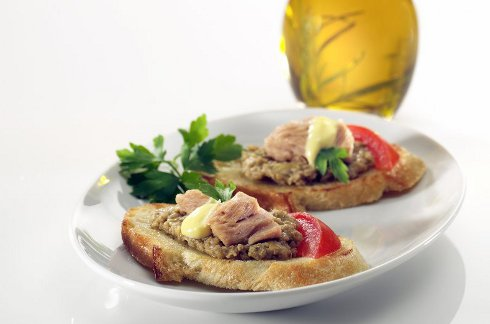 Tuna Crostini: Appetizer or Lunch Idea